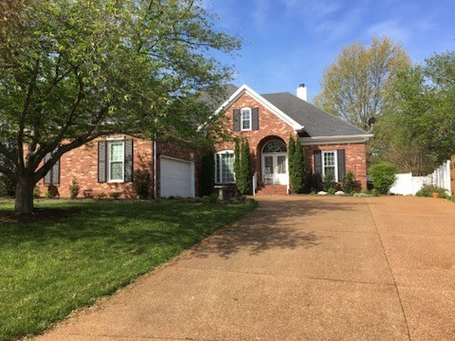 Luxury Furnished Home/POOL/Piano/Nashville/MTSU