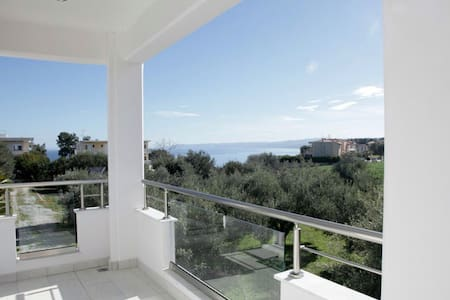 Villa Evita -Afytos wonderful - Άφυτος - Apartment