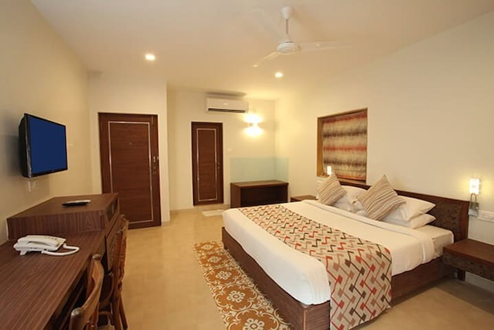 7 BR Resort for Group of 28 Pax with Breakfast