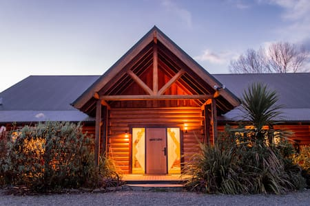 Our 'Natural Habitat' Log Home - Waikuku - Casa