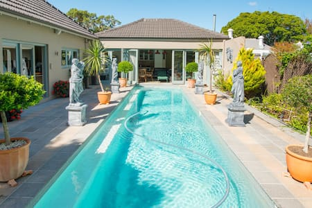 Lovers Lodge, Comfort in Kenilworth - Cape Town - Rumah