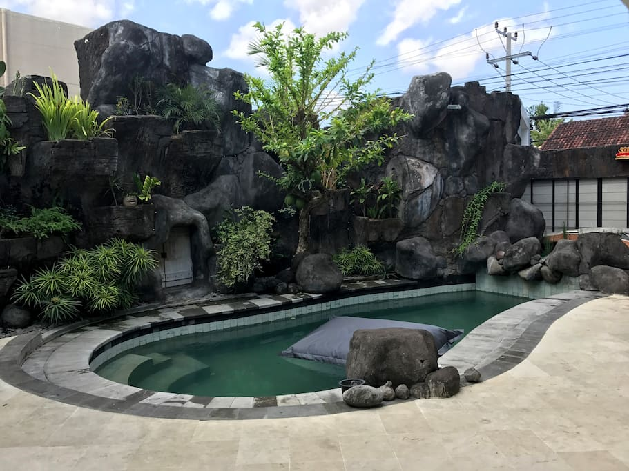 spacious side pool area, for suntan, or just playing around..