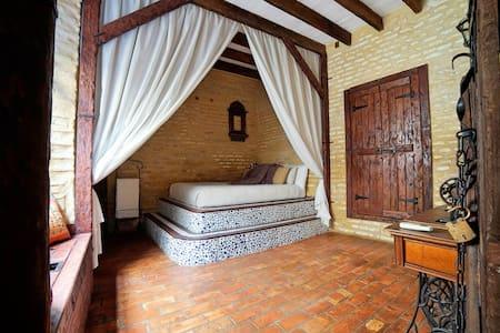 500 year old Santa Cruz House restoration