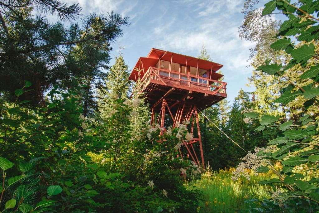 Crystal Peak Lookout - Treehouses for Rent in Fernwood, Idaho, United States