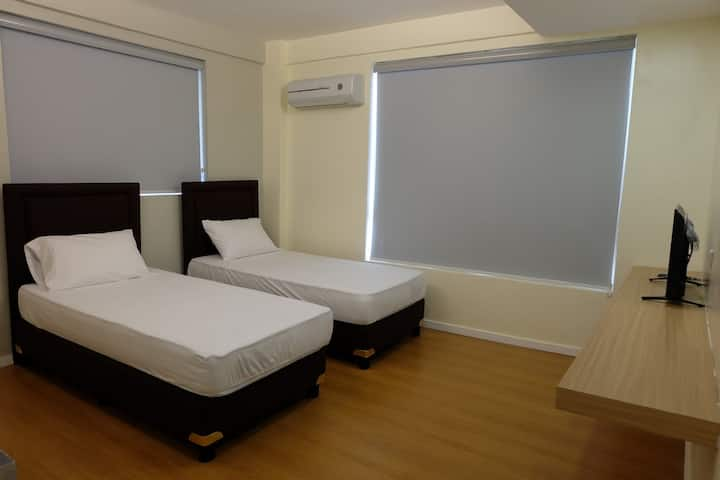 2 Guest Peace n quiet room at the center of Manila