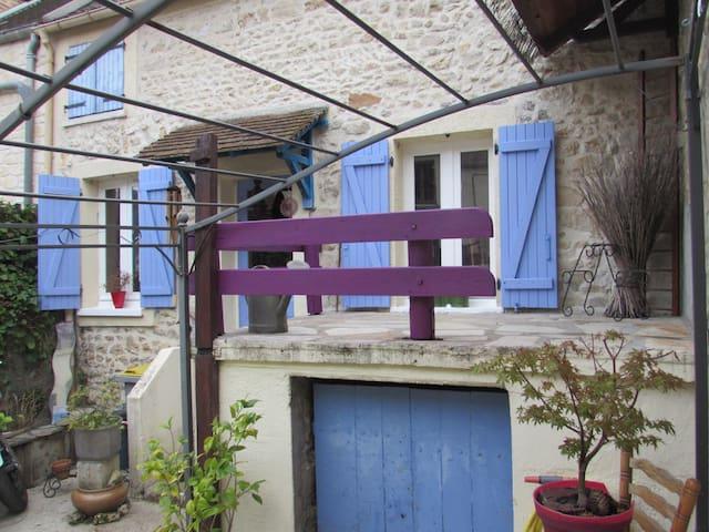 petite maison dans un hameau en pleine nature - Saint-Pierre-lès-Nemours - Rumah