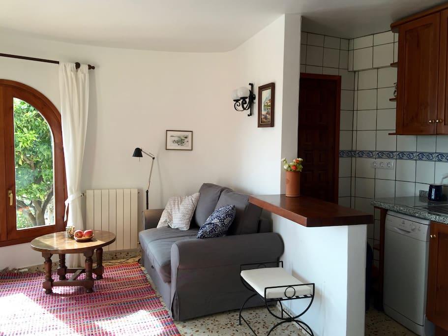 Das Wohn-Ess-Zimmer in der unteren Wohnung
