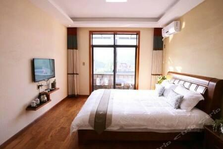 阳光大床房 - Bed & Breakfast