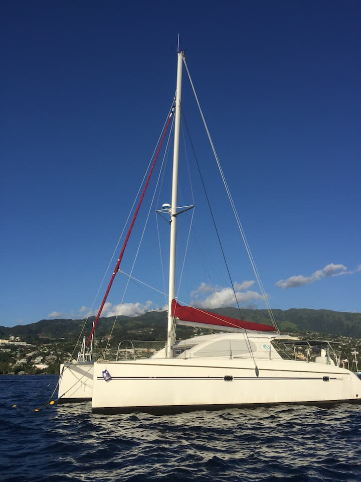Catamaran à la marina Taina Tahiti