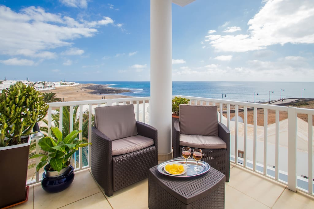 Top terrace with view to the sea, La Concha Beach and promenade to Puerto del Carmen