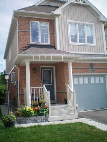 Agnes's Sweet home - Oshawa