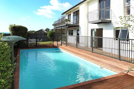 Sunny and Spacious Bed & Breakfast - Auckland