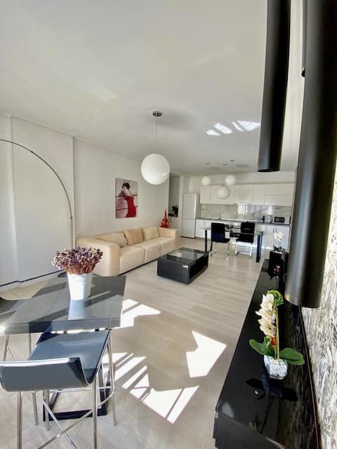 Luxury, bright flat in the top district of Tirana!