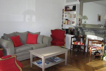 Appartement cœur du village- Terrasses- P privé - Asnières-sur-Oise - 公寓