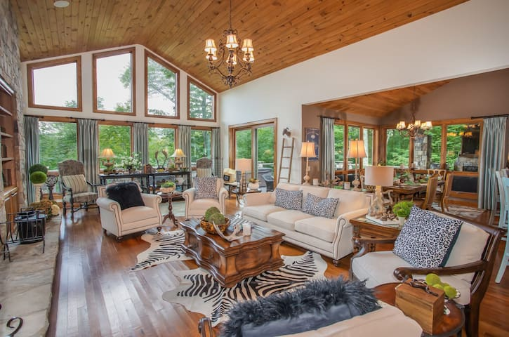 Luxury Mtn Home in Linville Ridge, 4BR Suites, Views, Hot Tub, Near Ski Slopes