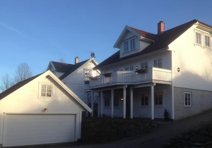 Lys og trivelig leilighet på Flekkerøy