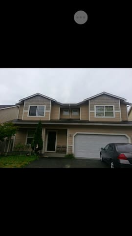 Private bedroom/office for females - Renton - House
