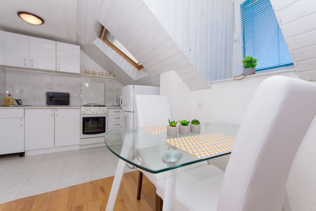 Kitchen, dining area in BNB apartment in Trogir center