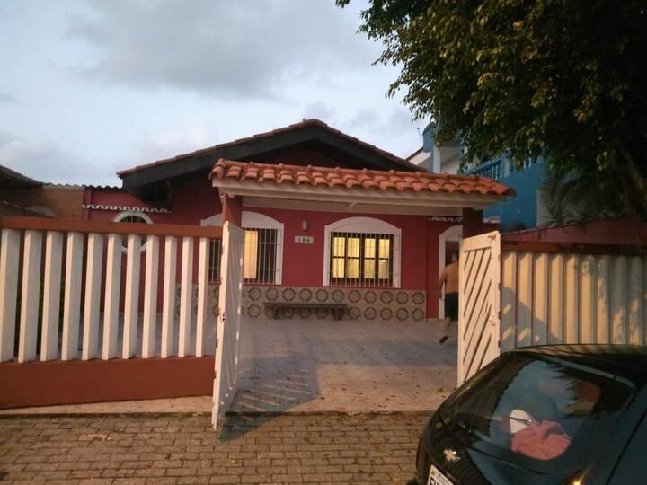 Casa suarão/Itanhaém 50 metros da praia