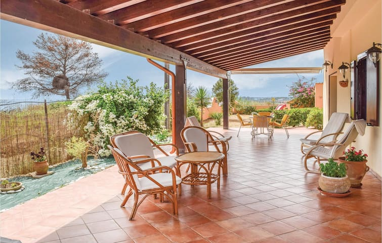 Holiday cottage with 2 bedrooms on 77m² in Portopalo di Menfi
