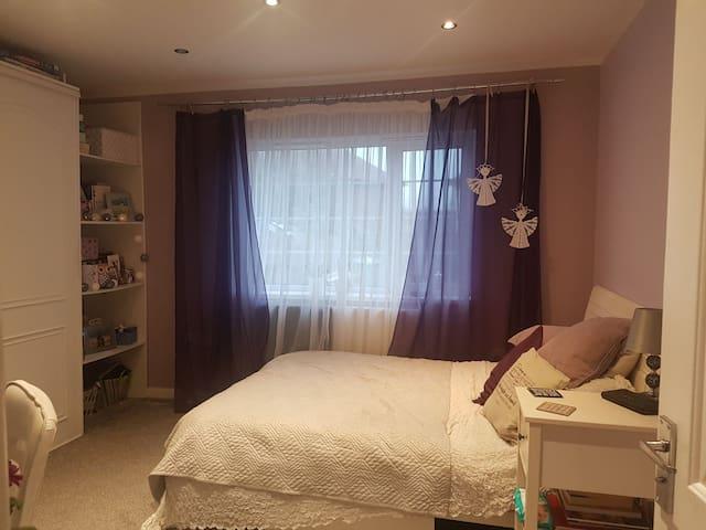 Lovely double bedroom! Friendly host