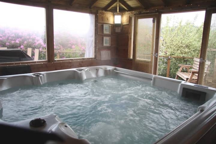 Luxury lodge with hot tub pet friendly