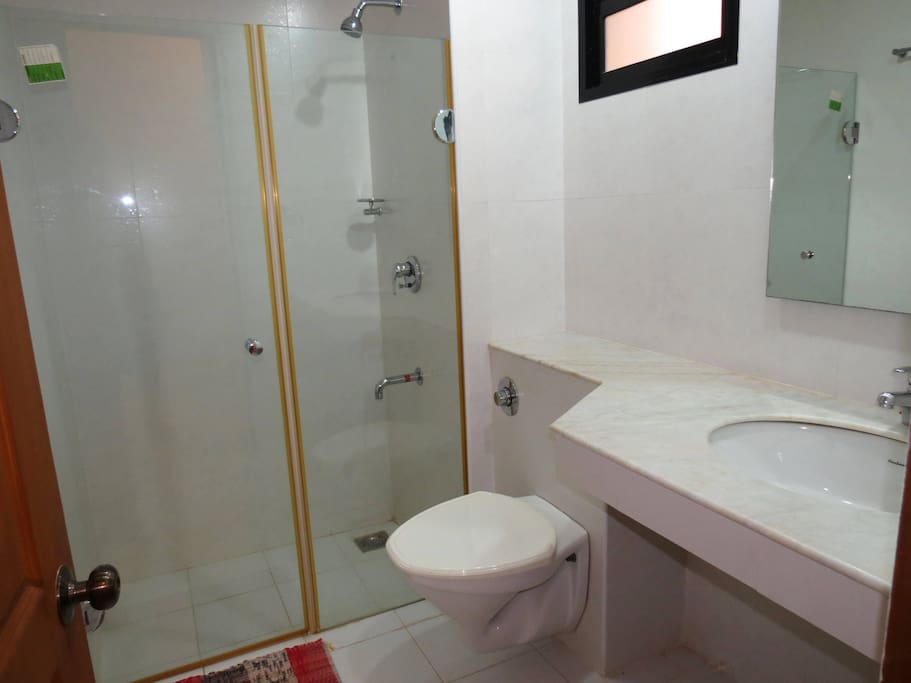 Apartment 04  Spacious luxurious 2 bedroom serviced apartment    WiFi photo 18376287