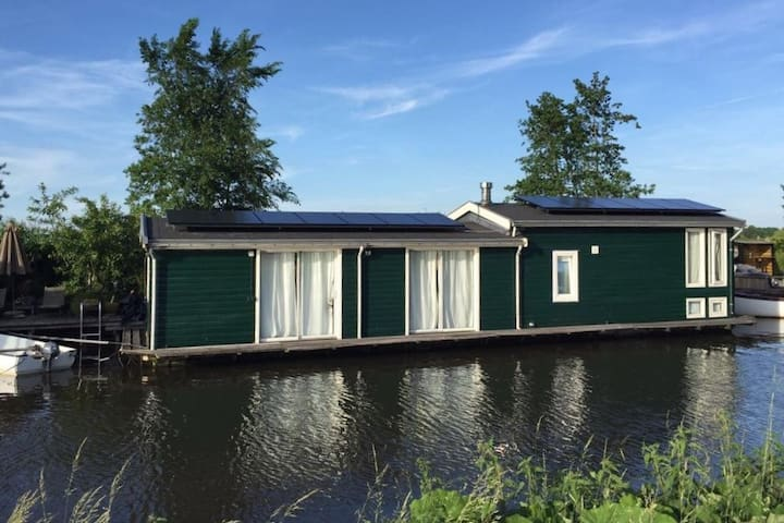 Houseboat,unique,peaceful near Amsterdam & Utrecht