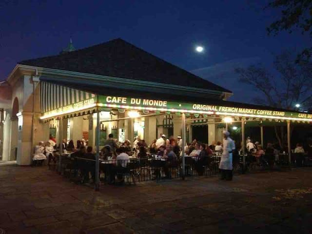 Stop at the original Cafe Du Monde stand for the famous beignets