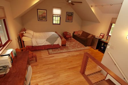 Private Downtown Carriage House Studio Loft - Ann Arbor - Pension