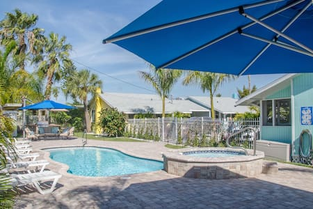 The Mermaid Cottage. Walk To Beach, Shops, Dining - Madeira Beach