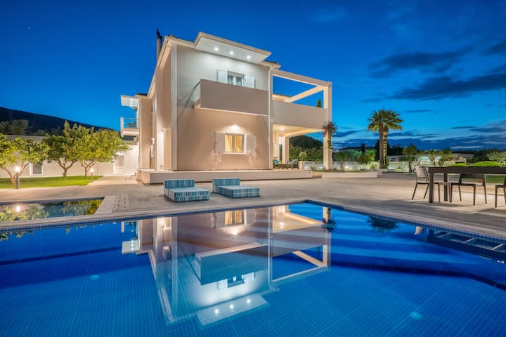 Ostria Luxury 5-Bedroom Villa with Private Pool