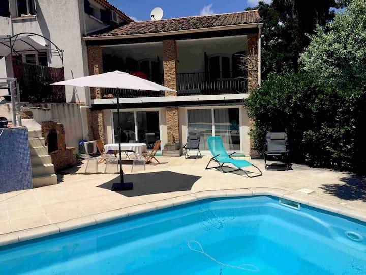 Appartement deux chambres dans villa avec piscine
