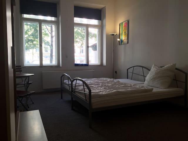 Gemütl. Zimmer auf der Karli (2v.2) - Lipsia - Condominio