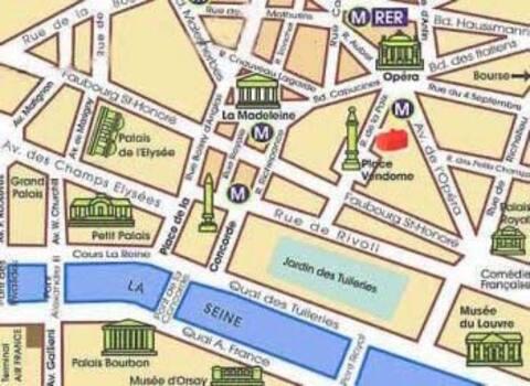 PARIS VENDOME A/C. Up to 6 people. Quiet place