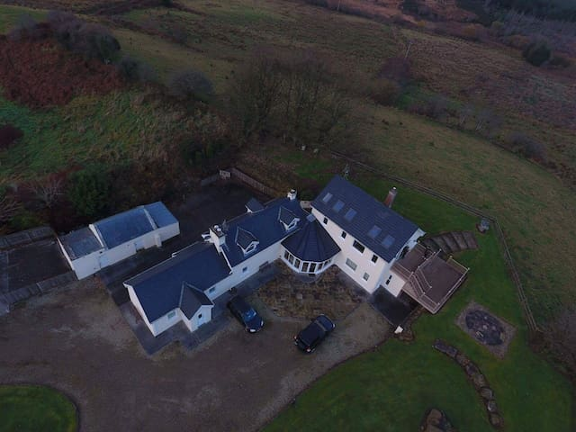 Stunning 14 acre property with lake - Mayo - House