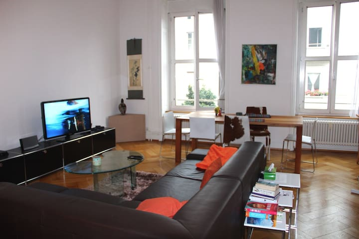 Bright Flat; Minutes to Town Center - Basel - Leilighet