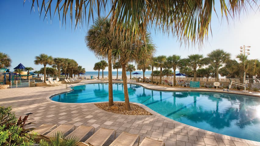 3Bd-Beachfront Resort w/Lazy River, Pools, M-Golf!