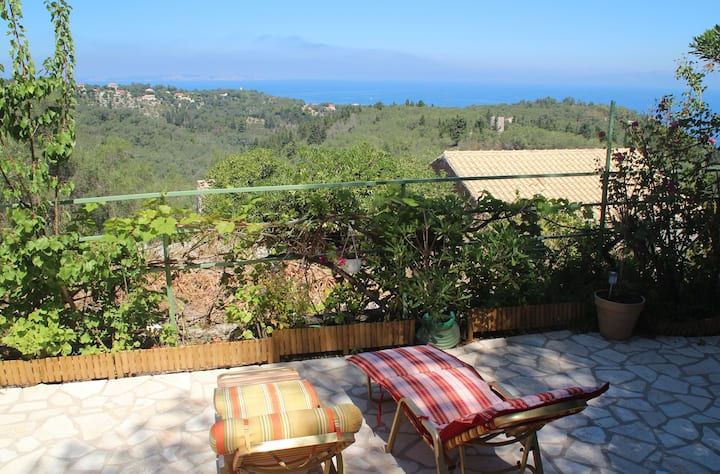 Pepi's House - 2 bedroom with sea&mountain views