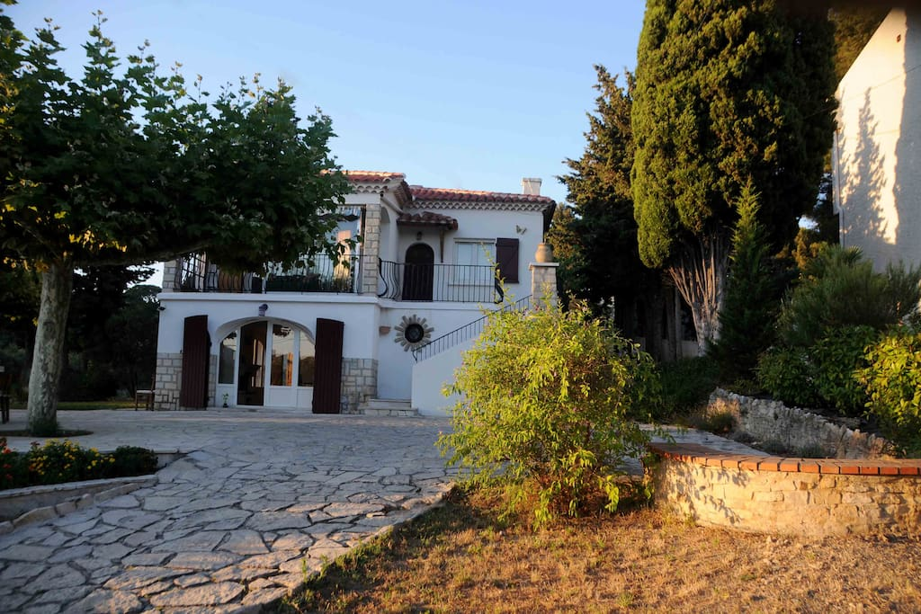5 bedroom villa 8 minutes walk from the center of Cassis
