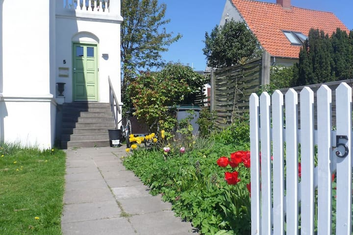 Room near beach, airport and Bella center - Copenhague - Casa