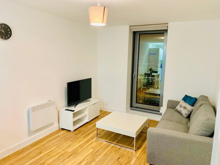 Brand New Media City High Floor 1 Bed W/Gym