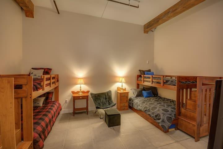 The Family Lodge-Novelty Lofts