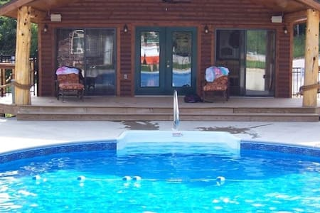 Sleeps 12, Pool, Marina, Quiet Side of Table Rock