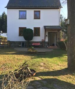 Saniertes Altbauhaus mit großem Garten - Chemnitz - House