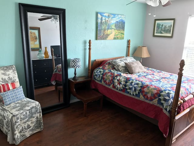 Cozy and Clean Guest Room with Private Bathroom
