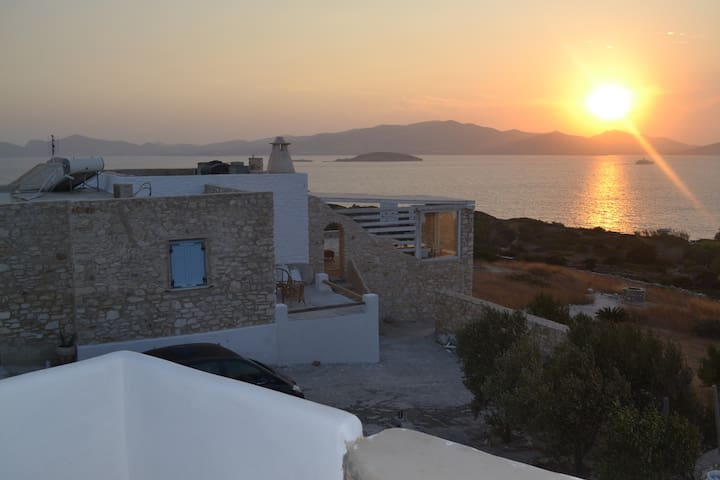 VILLA MAGIC SUNSET-SOFIA. In makria miti of paros. - Μακριά Μύτη - Dům