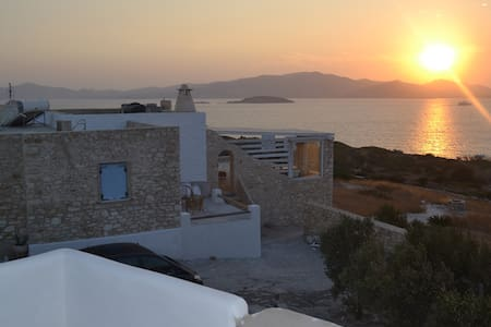 VILLA MAGIC SUNSET-SOFIA. In makria miti of paros. - Μακριά Μύτη
