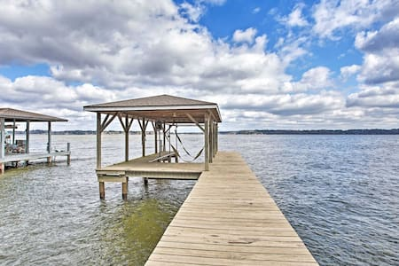 NEW! Large Waterfront Lake Palestine Home w/ Dock!