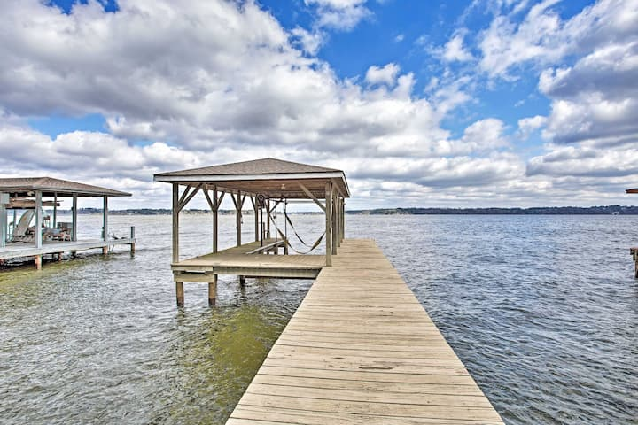 Large Waterfront Lake Palestine Home w/Deck & Dock